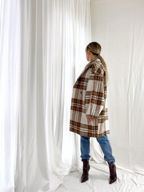 płaszcz jesienny w kratę kremowy włoski